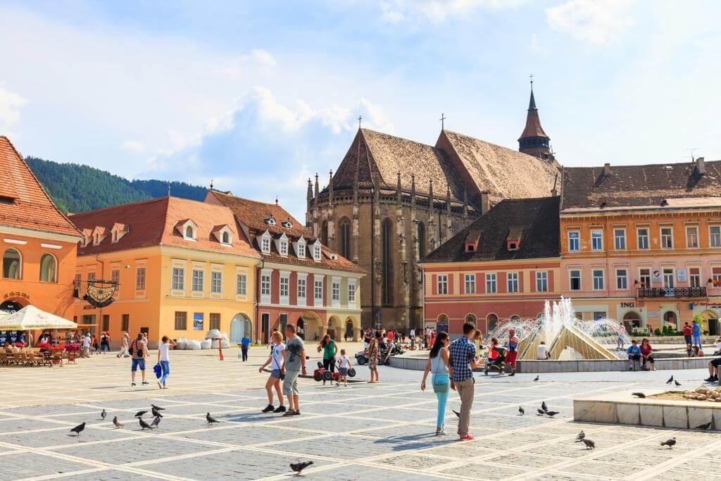 Brasov là thành phố lịch sử nổi tiếng với rất nhiều điểm đến hấp dẫn